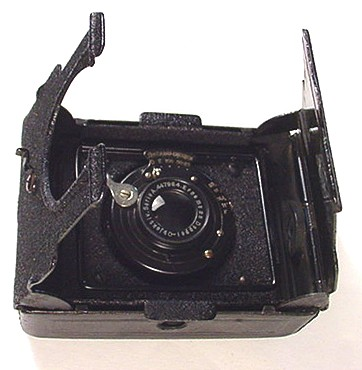 Opening and Closing the Mignon Camera